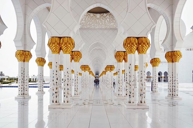 Day ✌🏼 in Abu Dhabi: the magic of the Sheik Zayed Grand Mosque
