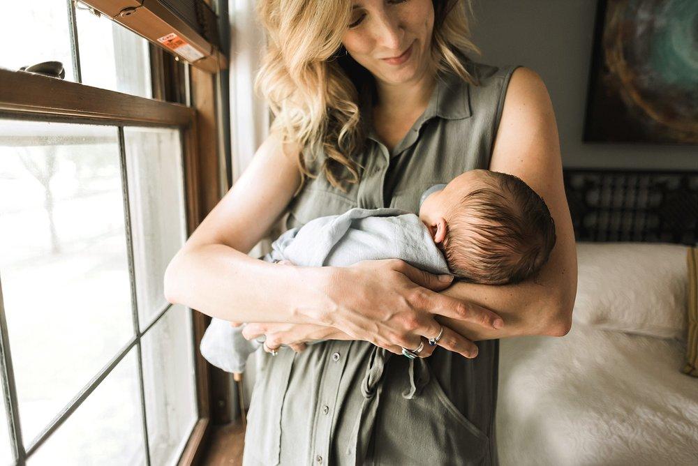 milwaukee-intimate-lifestyle-newborn-session_0008.jpg