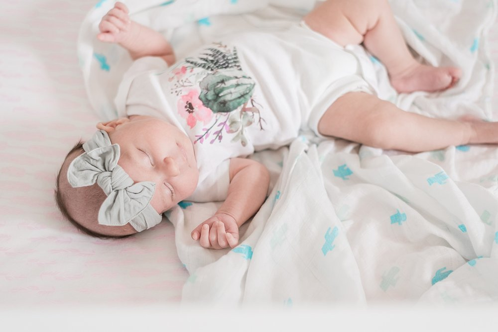 CACTUS-NURSERY-LIFESTYLE-NEWBORN-SESSION-ARIZONA-CHICAGO_0101.jpg