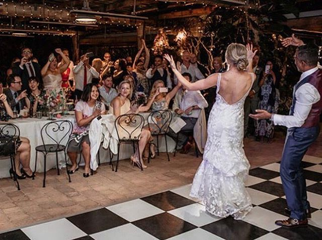 When your First dance is epic and the crowd go wild!!! Zoe and Mumtaz's day at @fins.plantation.house with @floralsandco @cloudcatcherstudio planning and styling 🙋🏾♀️ us.