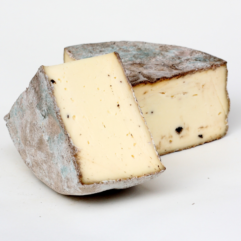 Italy-Cow-Cheese-sottocenere