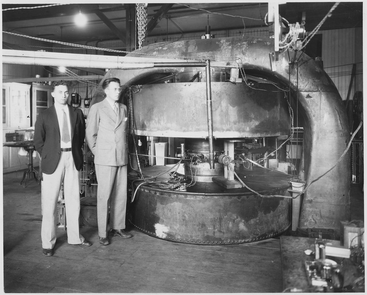 M.Stanley Livingston & Ernest O. Lawrence in front of the 27-inch cyclotron at the old Radiation Laboratory NARA 558593.tif.jpg