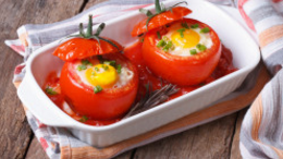 Baked Egg in Tomato