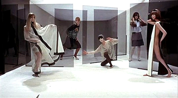 Blow-Up  Models pose for Thomas. The artificiality is emphasized with the plastic panels while the space itself forms a box that parodies the camera.