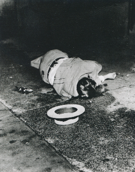 Weegee,  Corpse With Gun,  1936