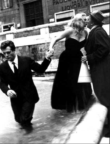 Velio Cioni,  Marcello Mastroiani, Anita Ekberg and Federico Fellini on the set of La Dolce Vita , 1959