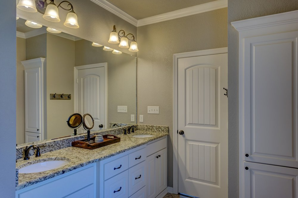 bathroom-1940171_1280.jpg