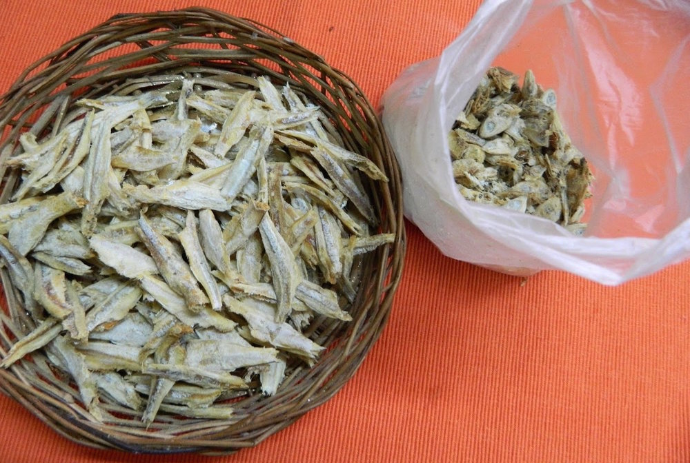 Dried anchovies. Image by  Saigeetha Pai .