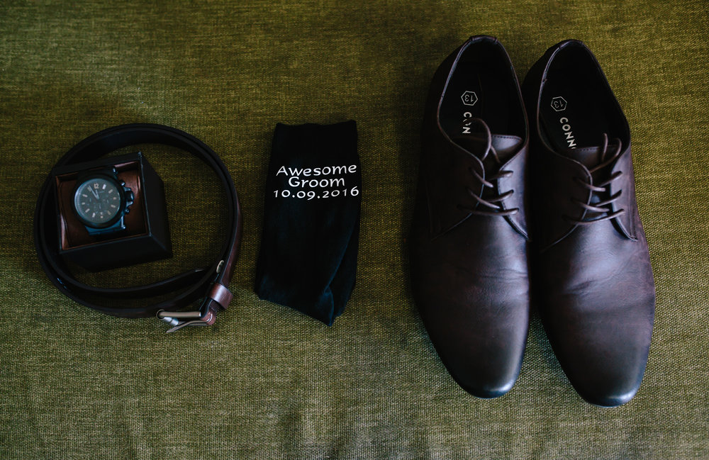 Hills District wedding - grooms accessories