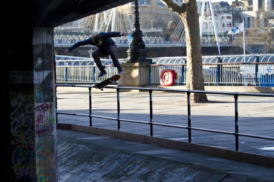 c60-urban-action-sports-skateboard-00021.jpg