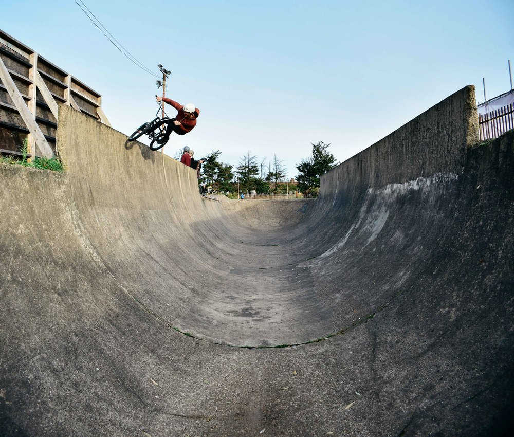 Mike Mansfield carving through the over-vert half.
