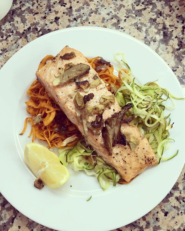 Oven Baked Teriyaki Salmon with shiitake mushrooms, on a bed of pan fried courgetti and sweet potato noodles! 👌👅 🍴 ➡️Simple Teriyaki Recipe ⬅️ - Root Ginger, 2cm thinly sliced - Garlic Cloves, 3 whole thinly sliced - Maple Syrup 2 Tbs - Soy Sauce 2 Tbs - Seasoning - Drizzle Virgin olive oil  Marinate salmon 1-2 Hours and oven bake with handful of chopped shiitake mushrooms (15-20 minutes!) Makes 4 fillets - leftovers for the week ahead! #mydubai #dubaifood #lovindubai dubaifitness #dubaifitfam #simples #mealprep #homecooking #salmon #omega3 #macros #health #nutrition #lifestyle #lovefood @coachjacksmart @thefeedfeed