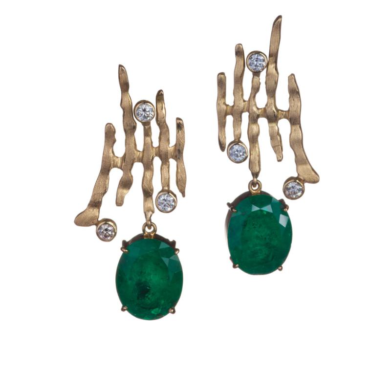 哥伦比亚的椭圆形祖母绿耳环(+11cts), 圆形切割的六颗钻石(0.9cts)镶嵌在18K 金上.