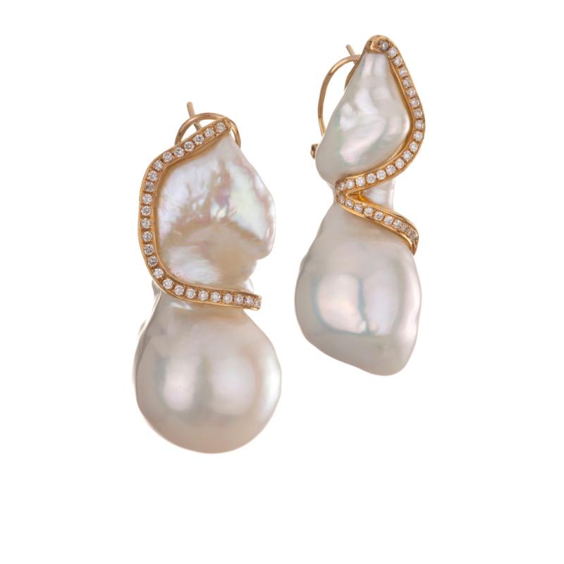 中国巴洛克淡水珍珠耳坠,18K黄金镶嵌钻石