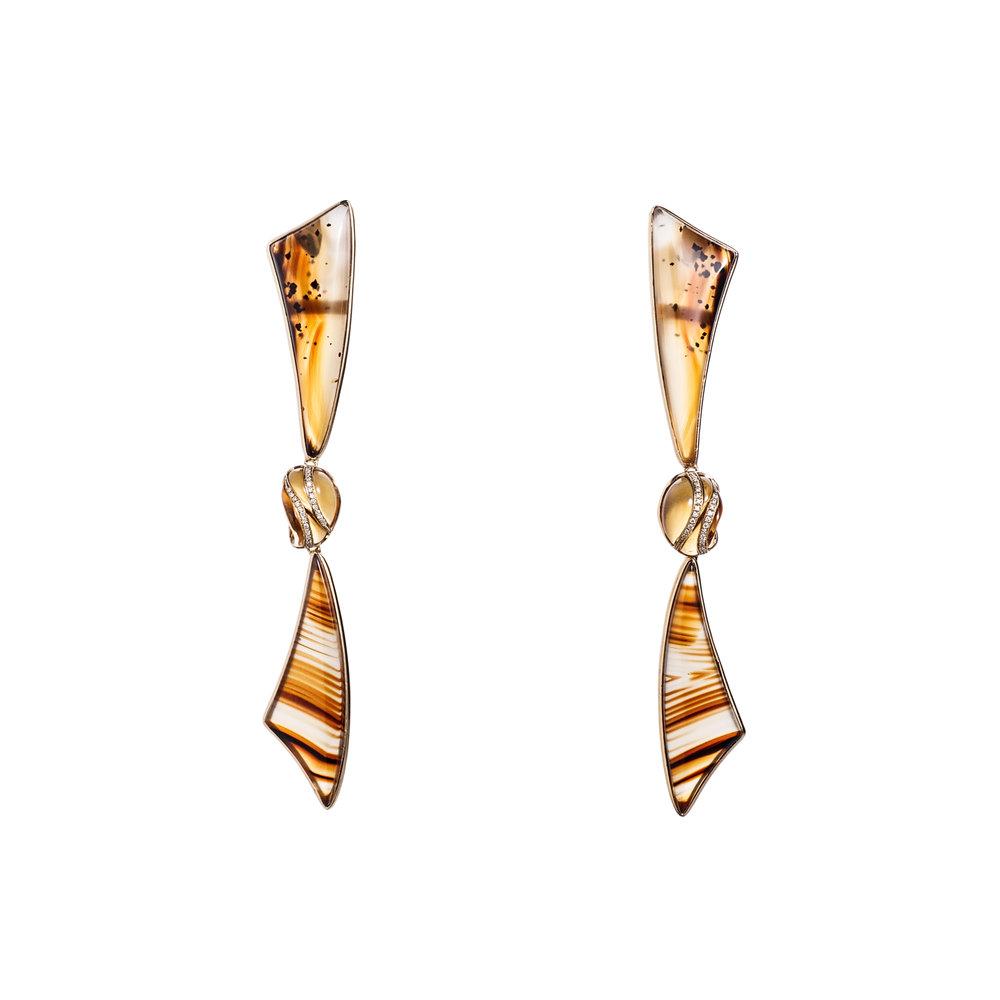 蒙大拿玛瑙(来自美国),雕刻黄水晶配镶钻石,18k黄金镶嵌耳坠。由美国宝石雕刻大师S. Walters制成