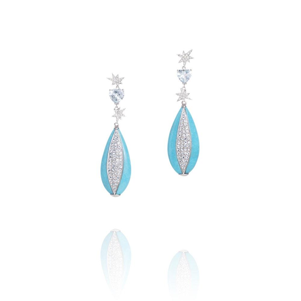 手工切割睡美人松石(美国亚利桑那州)与18k白金镶海蓝宝石配石,心形切工海蓝宝石与钻石配石,18k金耳坠。