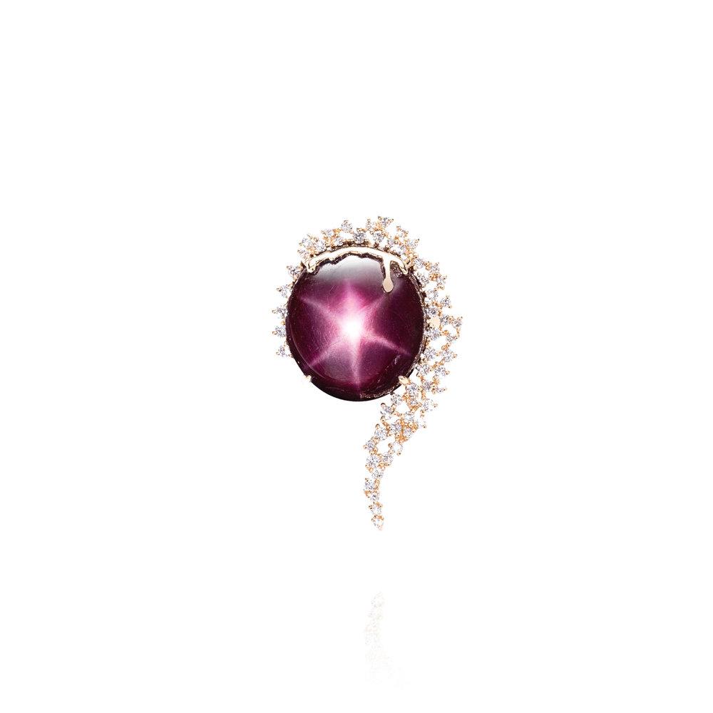 星光红宝石(38.35克拉),18k黄金配钻石戒指