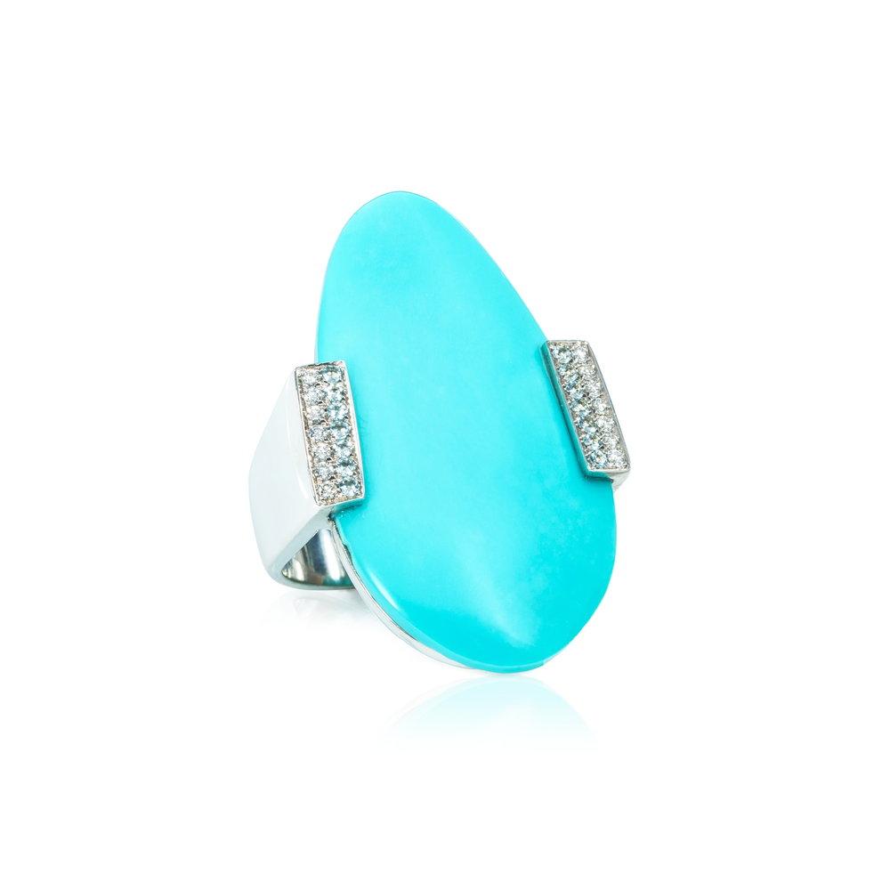 """魔镜  产自美国亚利桑那州的""""睡美人""""绿松石(12.00ct),18K白金戒托镶嵌,925银戒圈戒指,群镶圆明亮型切割海蓝宝石和钻石。"""
