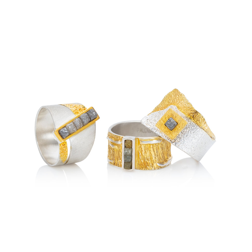1. 五颗钻石原石镶于925银戒托,部分镀22k黄金戒指  2. 四颗钻石原石镶于925银戒托,部分镀22k黄金戒指  3. 钻石原石镶于925银戒托,部分镀22k黄金戒指