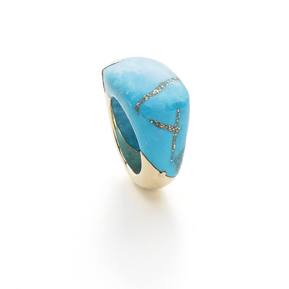 亚利桑那州睡美人绿松石,内含黄铁矿金色点状包体,18k黄金戒指