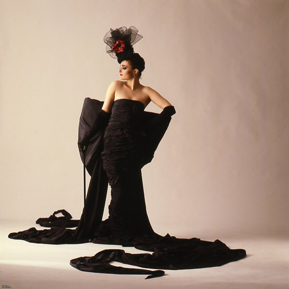 Siouxsie Sioux in Candyman Outfit, photographed by Joe Lyons, 1986