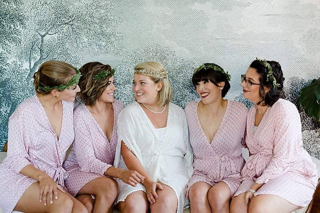 Check out these beautiful ladies from this summer 😻. Caitlyn literally had the most stunning wedding I've ever seen!!! Photographer - @kellymargaretphotography !!!