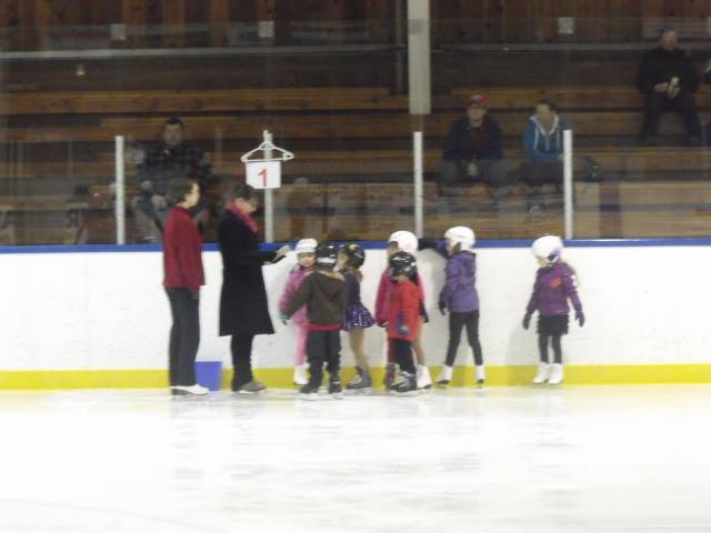 Coach Colleen working with our Stage 1 CanSkaters