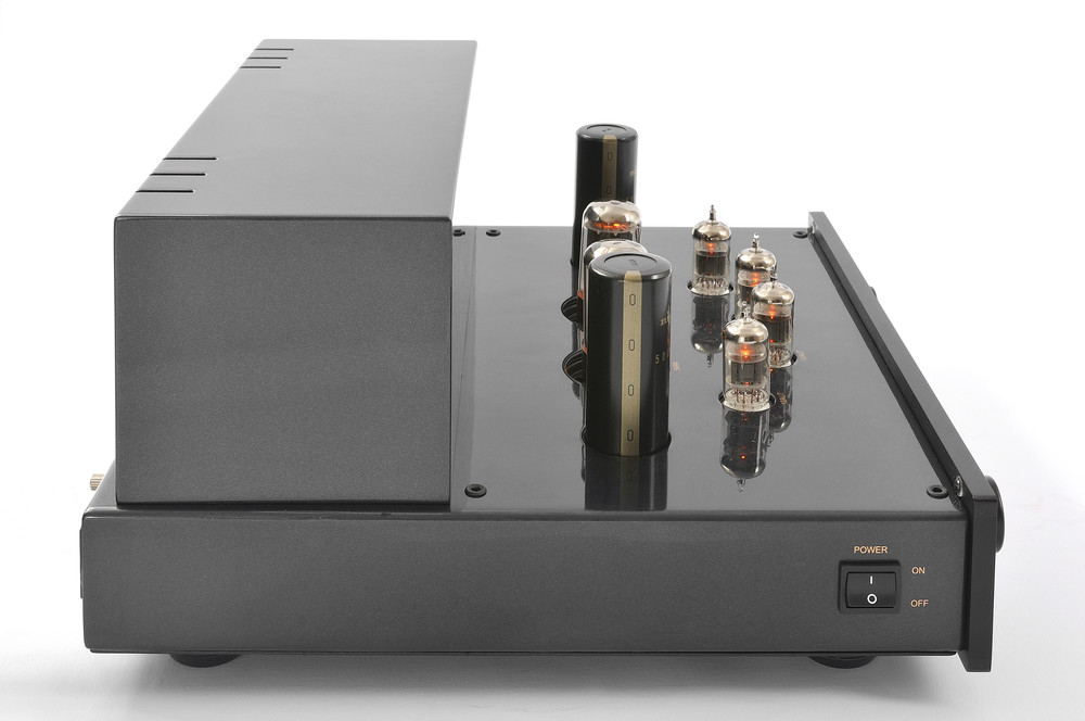 ProLogue Premium Preamplifier - black - side with no cover - HR - JPG.jpg