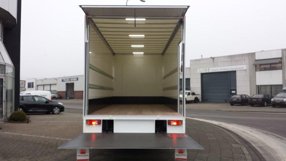 Gesloten laadbak met laadklep voor Pyxis Logistics Beverwijk 10 - 1080px