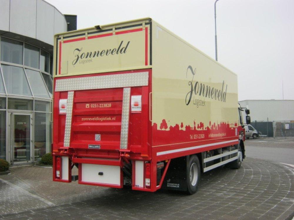 Gesloten laadbak met laadklep voor Zonneveld Logistiek Beverwijk 4 - 1080px