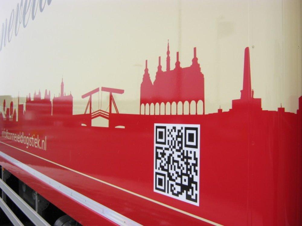 Gesloten laadbak met laadklep voor Zonneveld Logistiek Beverwijk 7 - 1080px