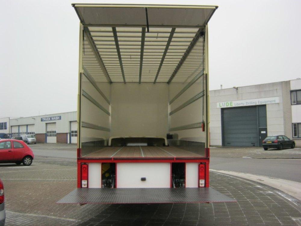 Gesloten laadbak met laadklep voor Zonneveld Logistiek Beverwijk 11 - 1080px