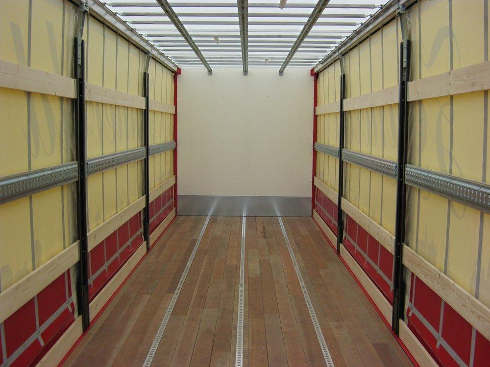 Schuifzeilen laadbak met laadklep voor Zonneveld Logistiek Beverwijk 4 - 1080px