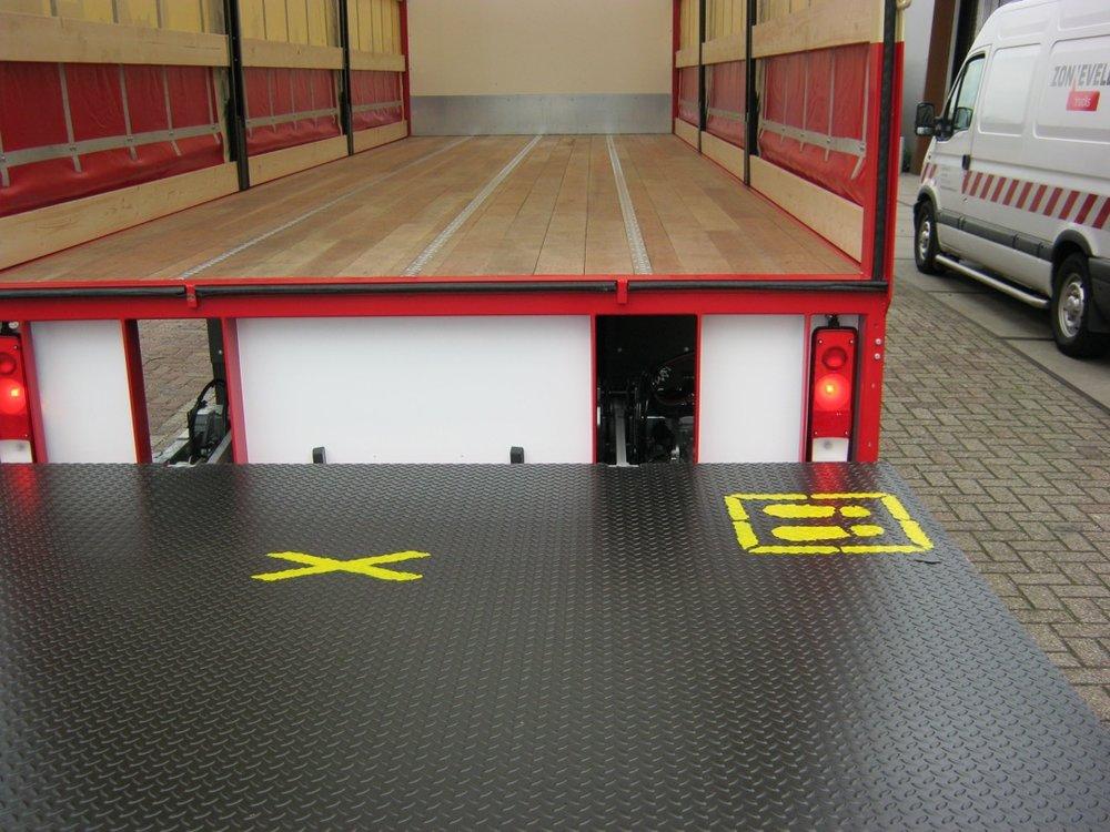 Schuifzeilen laadbak met laadklep voor Zonneveld Logistiek Beverwijk 7 - 1080px