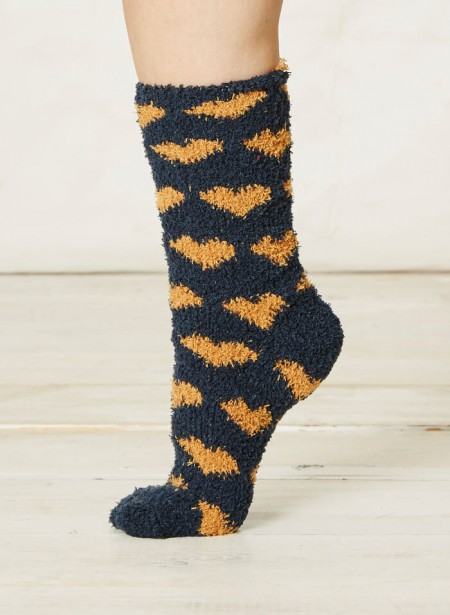 spw188-mikelli-fluffy-socks-hearts-navy-2.jpg