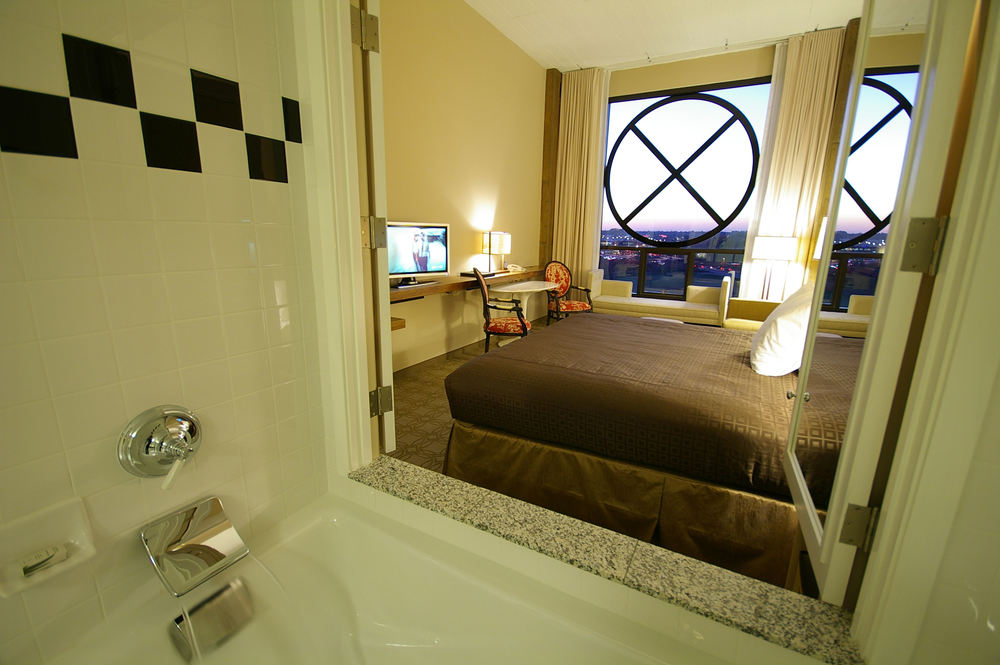 Proximity_Hotel_Loft_King_Spa_Room.jpg