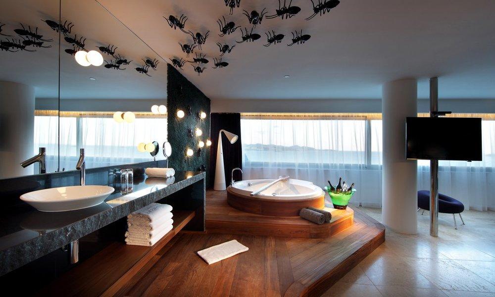 Ushuaia-Suite-bathroom.jpg