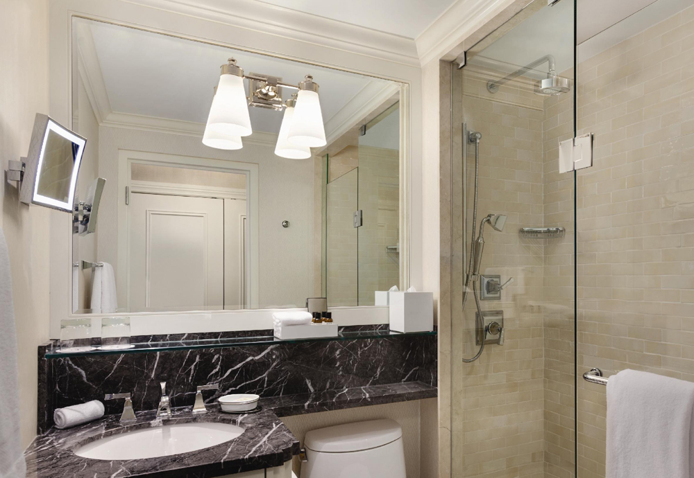 King-Fairmont-Luxury-Bathroom-922910.jpg