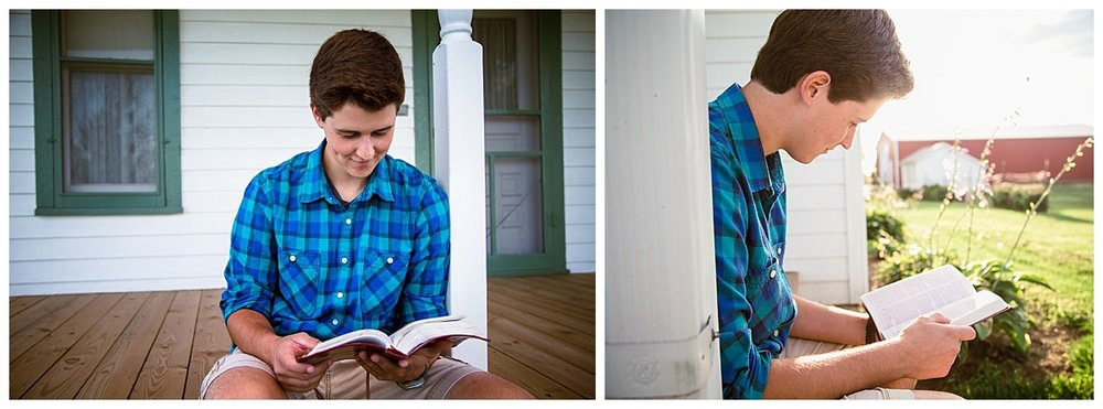 senior portraits with Bible