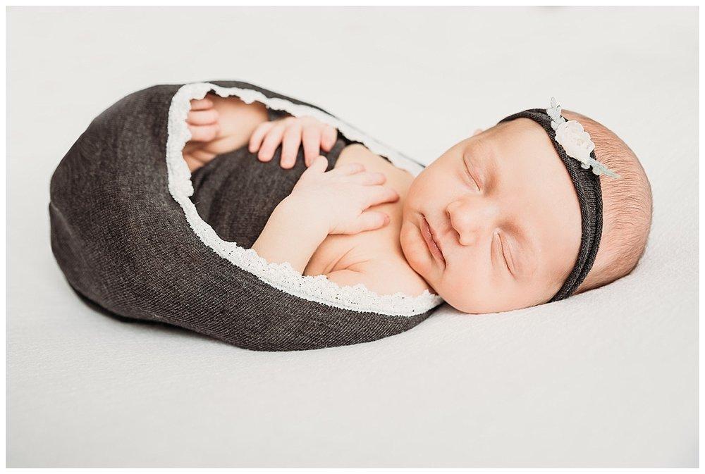 studio-newborn-session-girl_0110.jpg