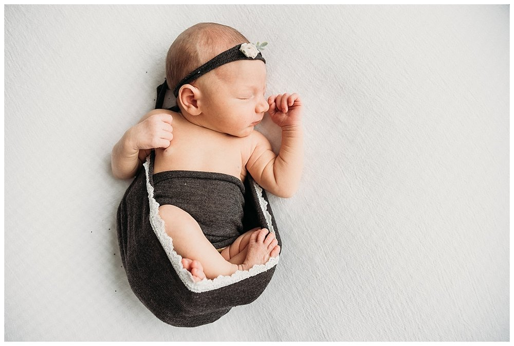 studio-newborn-session-girl_0111.jpg
