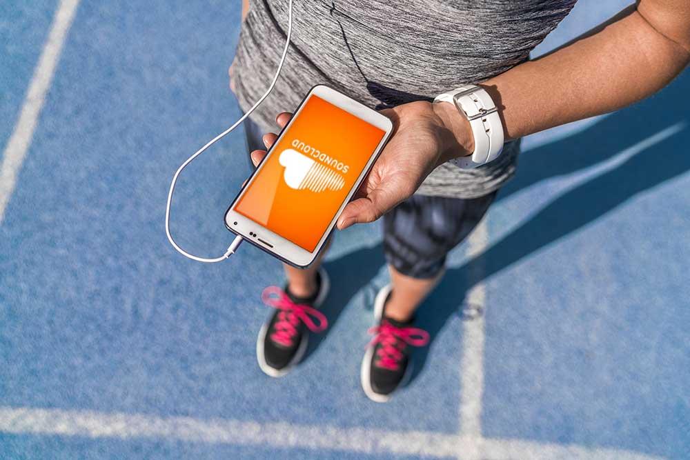 runner-listen.jpg