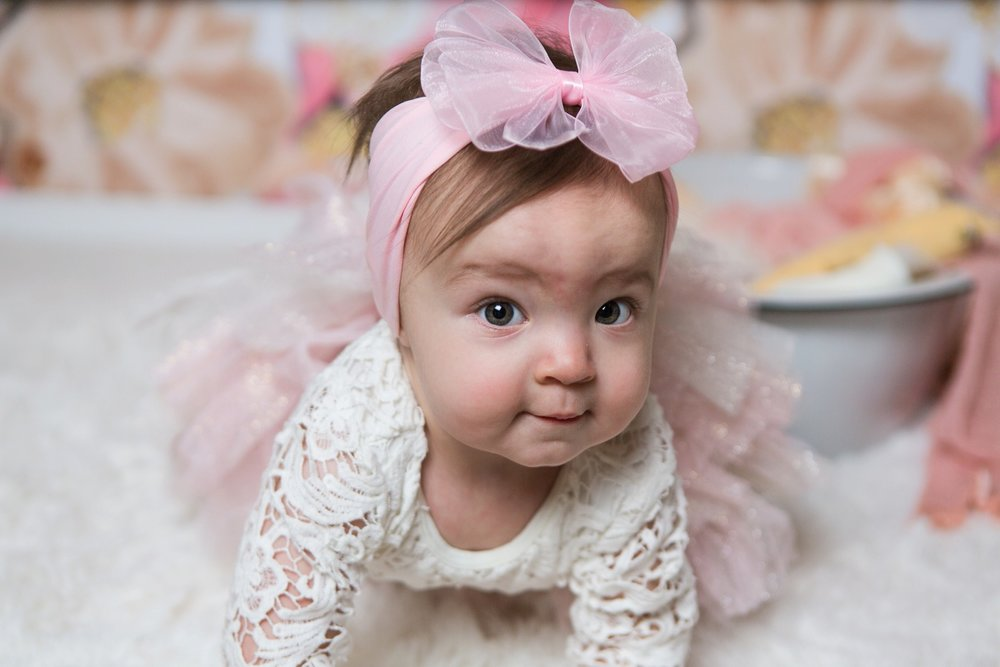 reno photographer baby girl in pink bow kristi gayton photography