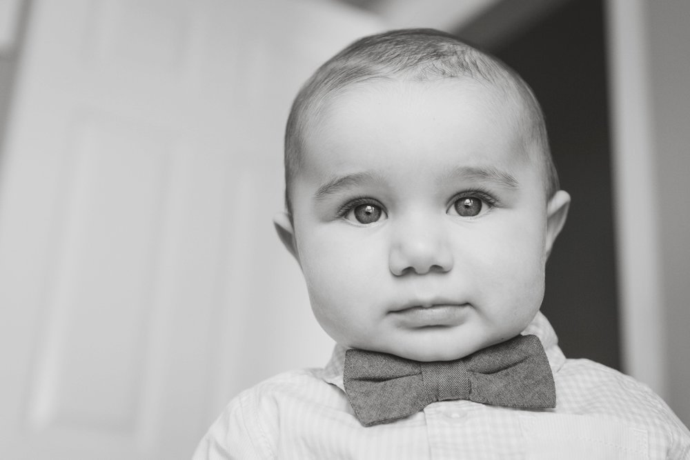 reno newborn baby photographer black and white bodie in bowtie kristi gayton photography