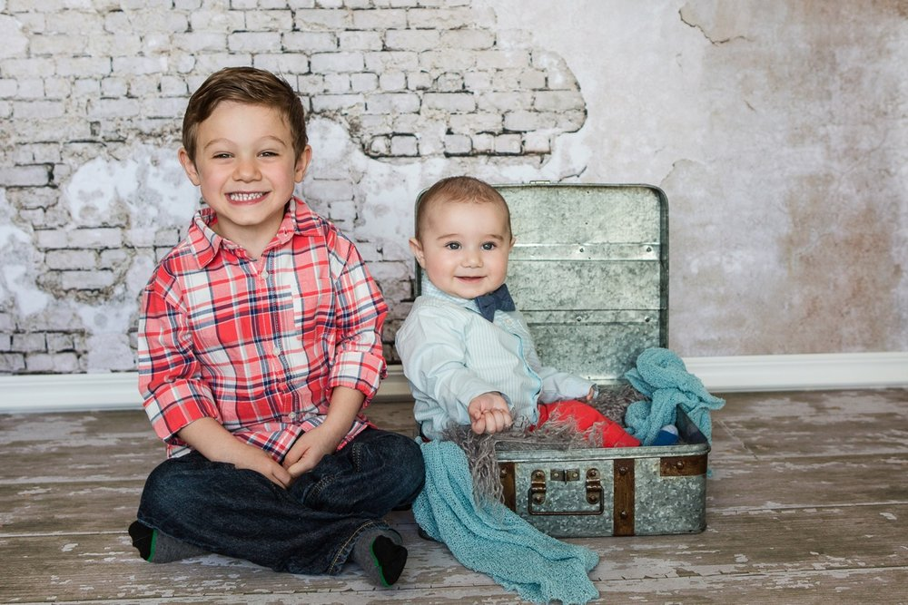 reno newborn photographer session with siblings brothers kristi gayton photography