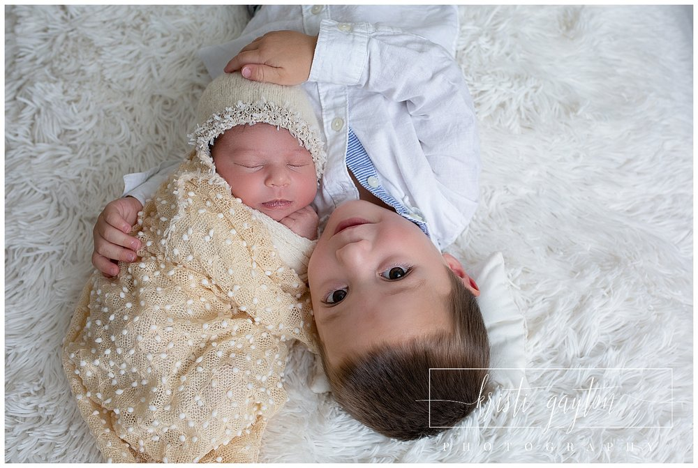newbornwithbigbrotherposerenonv