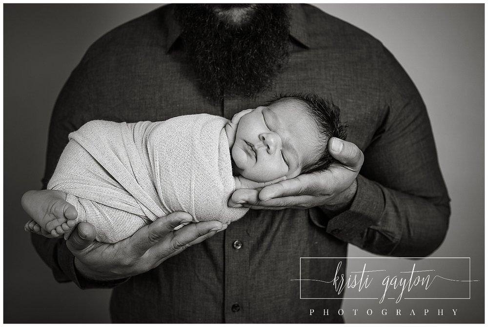 newbornindadshandsphotographyrenonevada