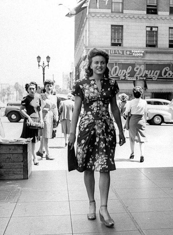 c. 1940s Street Style Shot