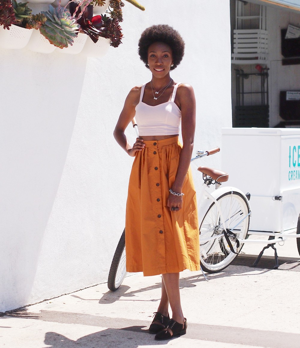 I bought this Gold skirt at the beginning of the Summer and I fell in Love with it, because of the cut and it is some thing different... Something that I didn't have in my closet already! I am always on the hunt for different pieces to add to my style.