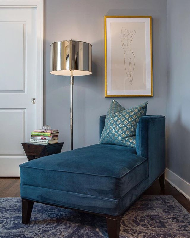 A comfortable chaise lounge is just what you need for the perfect reading nook. Design by hk+c. #hkplusc #chaise #bedroom #interior #comfort #blue #reading